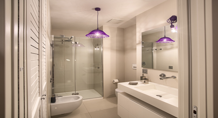 Modern lights in the bathroom