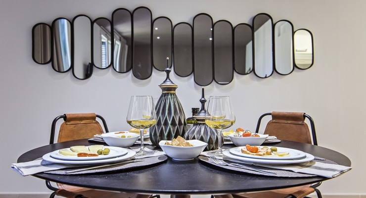 Excellent mirror decoration beside the dining table.