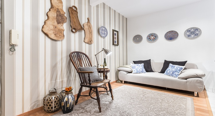Featured by warm and hospitable interiors. Light coloured wall harmonized with wood and iron elements in the room.